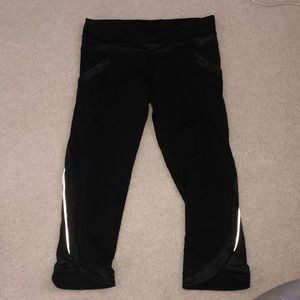 Black cropped lululemon leggings